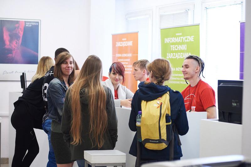 WIT Wyższa Szkoła Informatyki Stosowanej i Zarządzania w Warszawie, rekrutacja, kierunki studiów